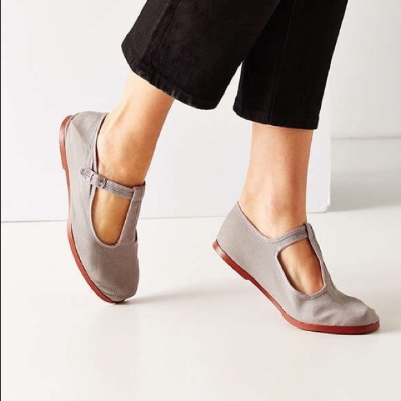 Urban Outfitters Cotton T-Strap Mary Jane Flats. M 5b452b882beb794289a124e0